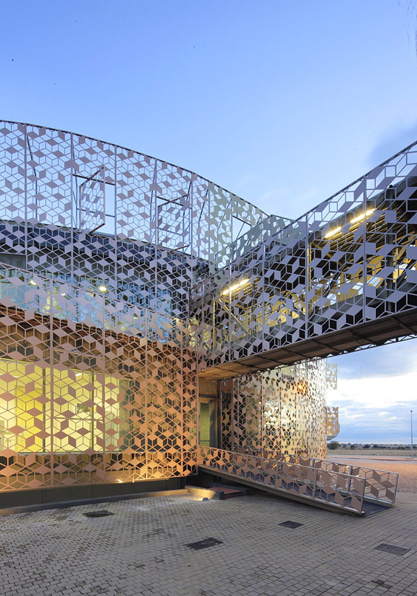 Herreros Arquitectos, Arganda del Rey, Spain, Hispasat, communication satellites, lattice-skin, aluminum skin, adaptable façade, circular-plan building, renovation, re-use